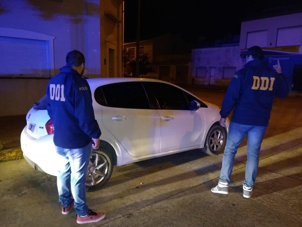 Hallan en Olavarría auto robado en Gran Buenos Aires