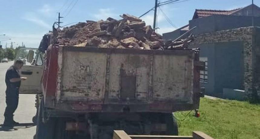 Seguridad vial: se detectaron dos vehículos con carga destapada
