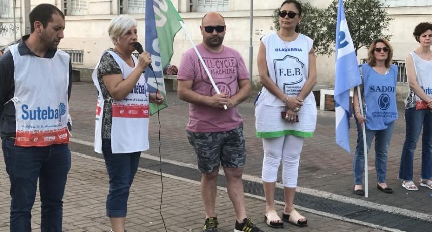 Docentes bonaerenses realizaron un banderazo  este miércoles