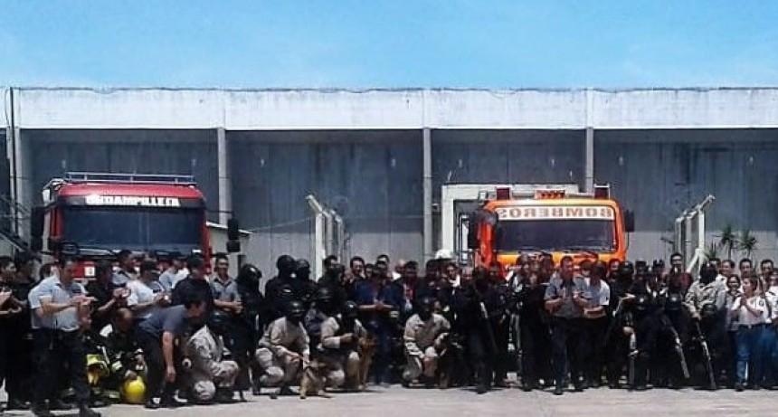 Simulacro de incendio y evacuación en la Unidad Penal N° 17 de Urdampilleta