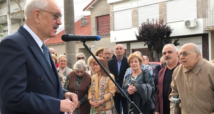 Emotivo homenaje a Oscar Alem: concierto y placa