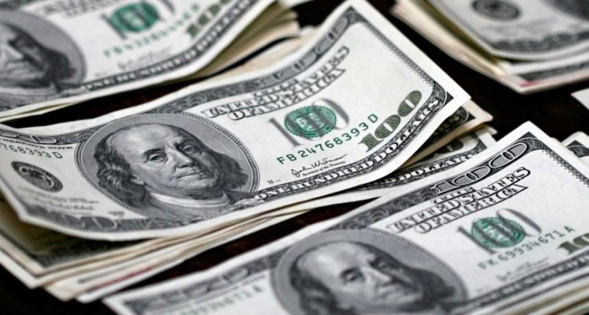 El dólar tocó su máximo valor en casi dos meses: se disparó $ 1,44 y rozó los $ 40