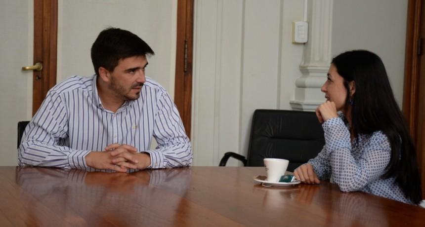 La directora provincial de Educación Primaria Valeria Iglesias en Olavarría
