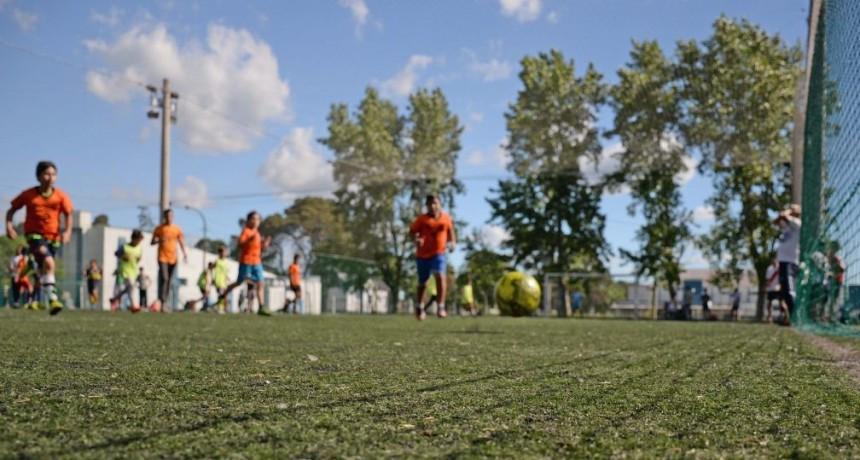 Fútbol para centenares de chicos
