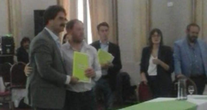 Olavarría presente en la presentación del Documento Único de Tránsito del Ministerio de Agroindustria