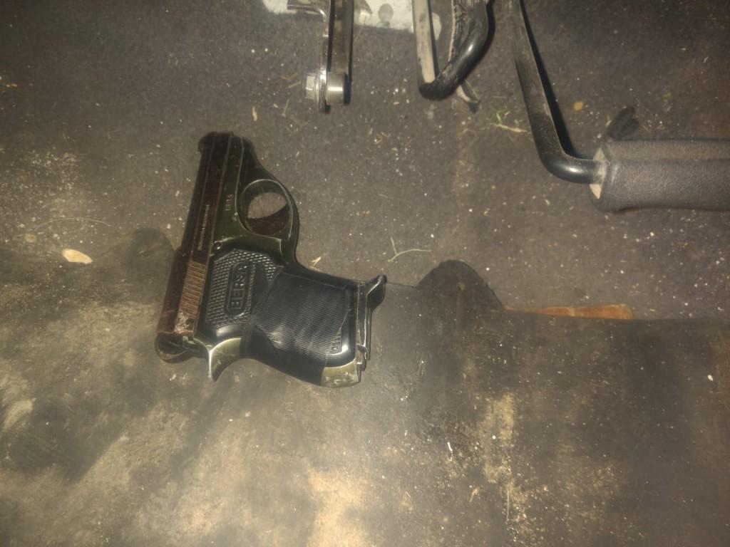 Un aprehendido por disparar un arma de fuego