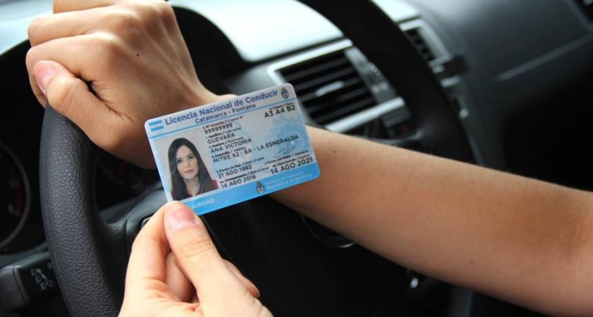 Declaran inconstitucional el cobro de las multas para tramitar el carné de conducir