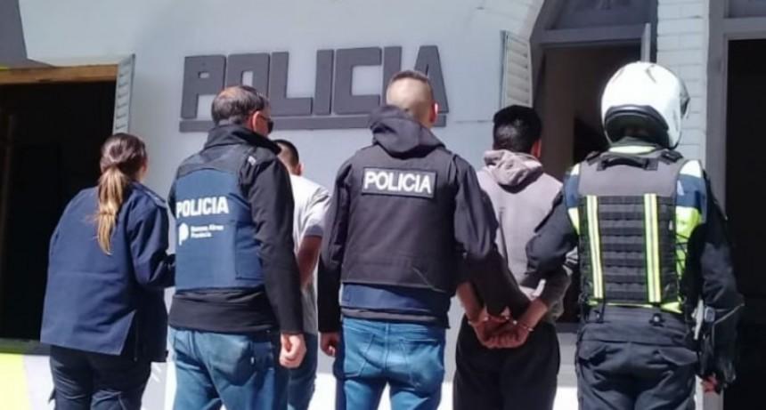 Dos detenidos acusados de asaltar a un remisero