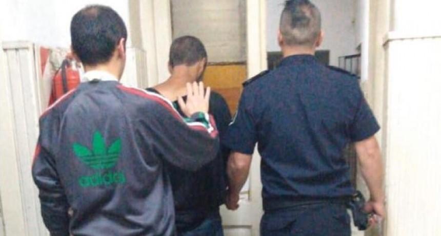 Labran infracción a un joven por molestar a transeúntes