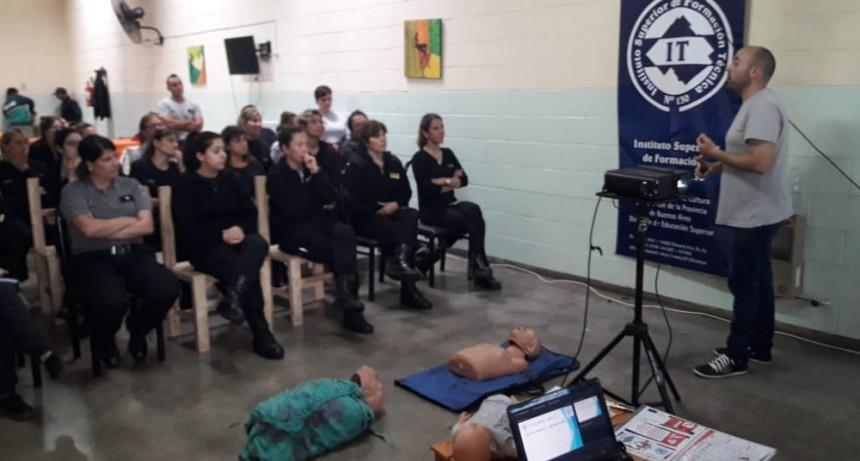 Jornada Técnico Práctica en RCP y Primeros Auxilios en la Unidad 38