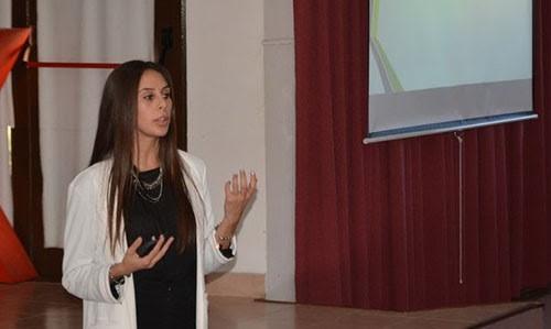 Distinguen a graduada de la FIO por su trayectoria académica