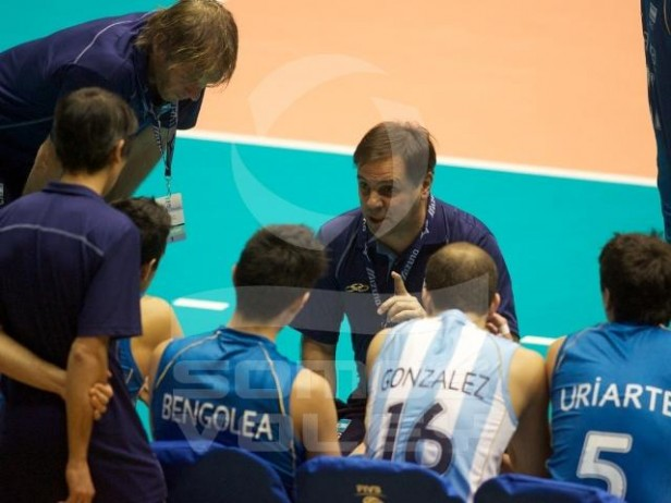 Javier Weber fue despedido de su trabajo como técnico de la Selección Nacional de Voleybol