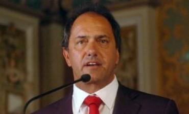 El gobernador, duro con los uniformados que protestan
