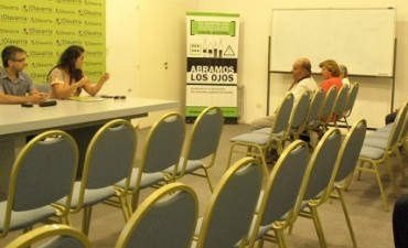 Cristian Delpiani entregó tenencias de lotes a vecinos de Olavarría