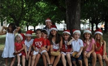 Pequeños Papas Noel visitaron los Hogares del Complejo San Vicente de Paul
