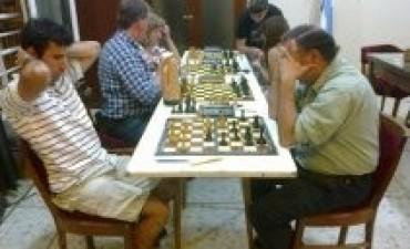 AJEDREZ. Comenzaron los match por los títulos Absoluto, Femenino y Senior.