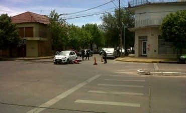 Colisionaron un auto y una moto