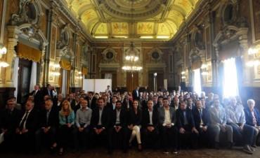 El intendente mantuvo reuniones en La Plata