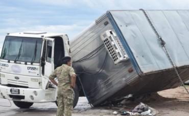 Volcó un camión e intervino el Ejército