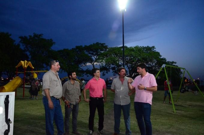 El intendente Galli inauguró la nueva luminaria del Parque Mitre
