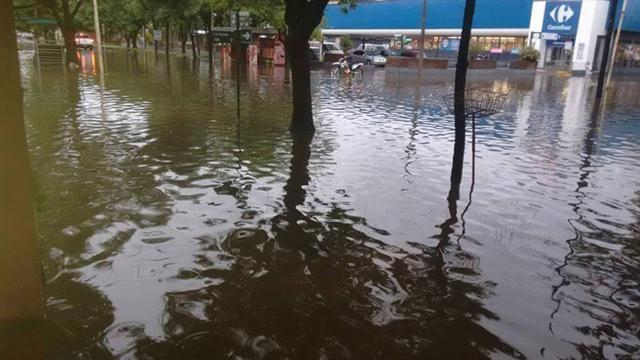 Pergamino: 'Cada vez que caen 200 mm el río se desborda'