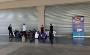 Empleados del bingo protestan y afirman que peligran 100 trabajadores en Olavarría
