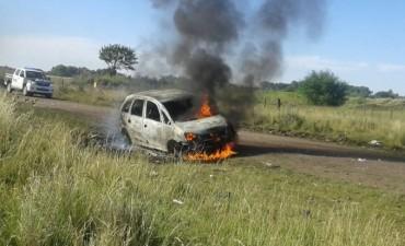 Un auto robado en Bolívar apareció incendiado