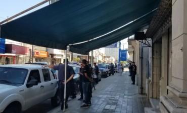 Policías custodian la sesión del Concejo Deliberante