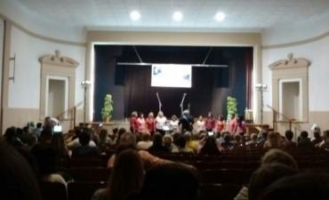 Coro de la Escuela Municipal se presentó en De la Garma
