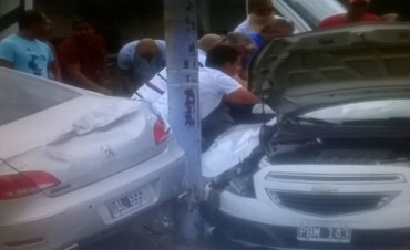 Violento choque en la Autopista Luciano Fortabat