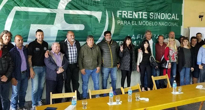 Trabajadores municipales en el encuentro de camioneros con Pablo Moyano