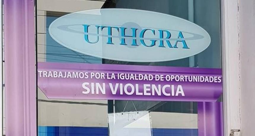 En contra de la violencia de género, la UTHGRA 'pintó' su entrada de violeta