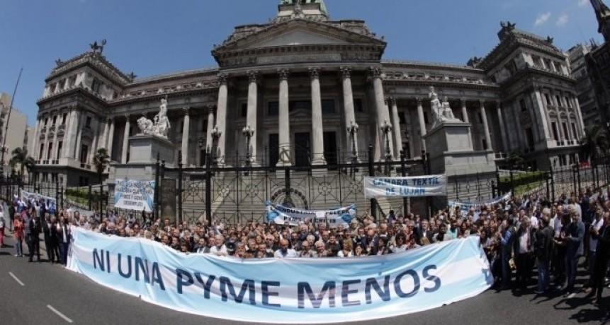 Empresarios pymes se movilizaron al Congreso para reclamar