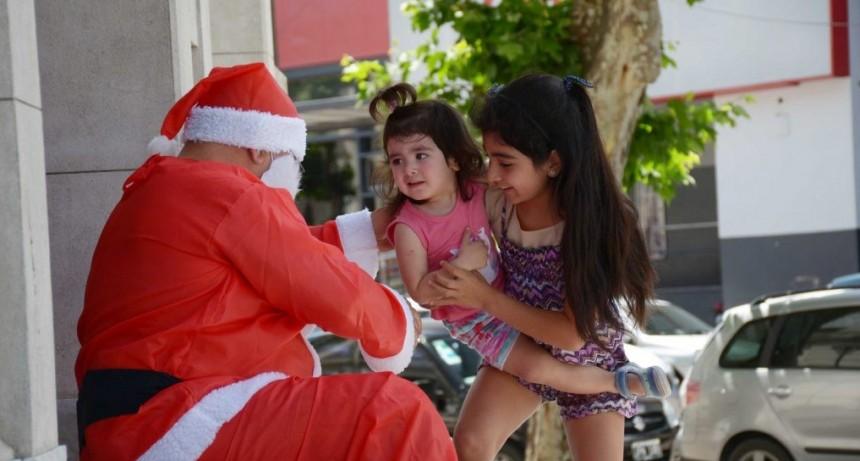 Papá Noel llegará a Olavarría en avión para repartir golosinas y sonrisas