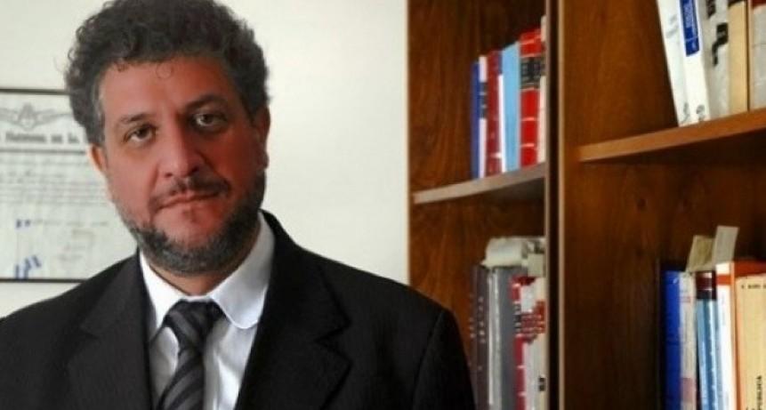 Arias:'el camino es democratizar el servicio público'