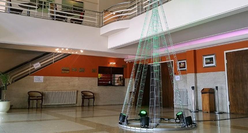 El Teatro Municipal recibe donaciones para el Árbol Solidario