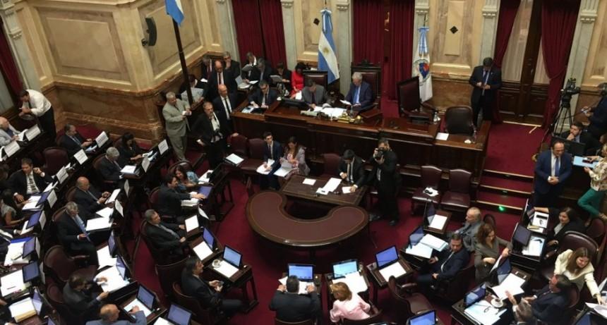 En un trámite exprés, el Senado aprobó 10 leyes sin debate y en una sola votación