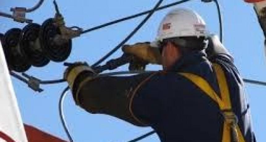 Por vientos fuertes cayeron cables en Pueblo Nuevo