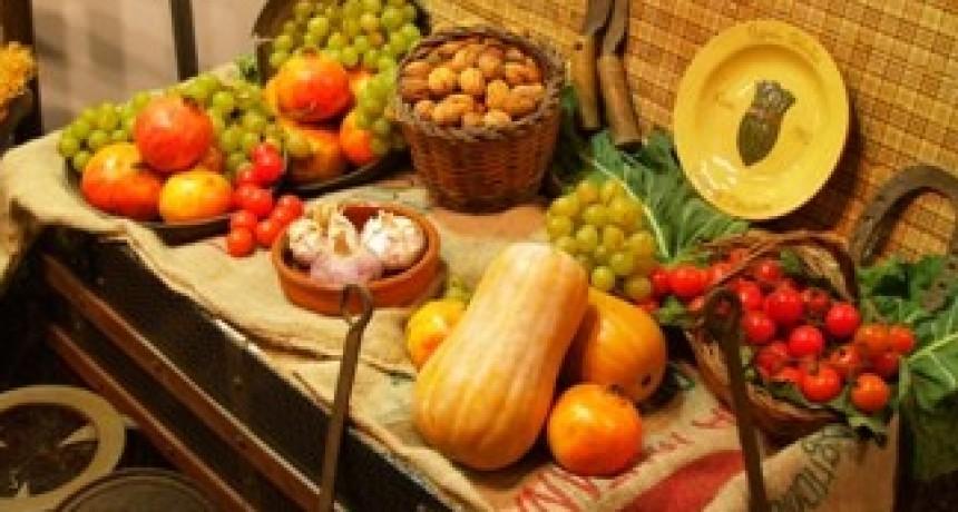 Consejos útiles para celebrar las Fiestas de fin de año con alimentos seguros y saludables