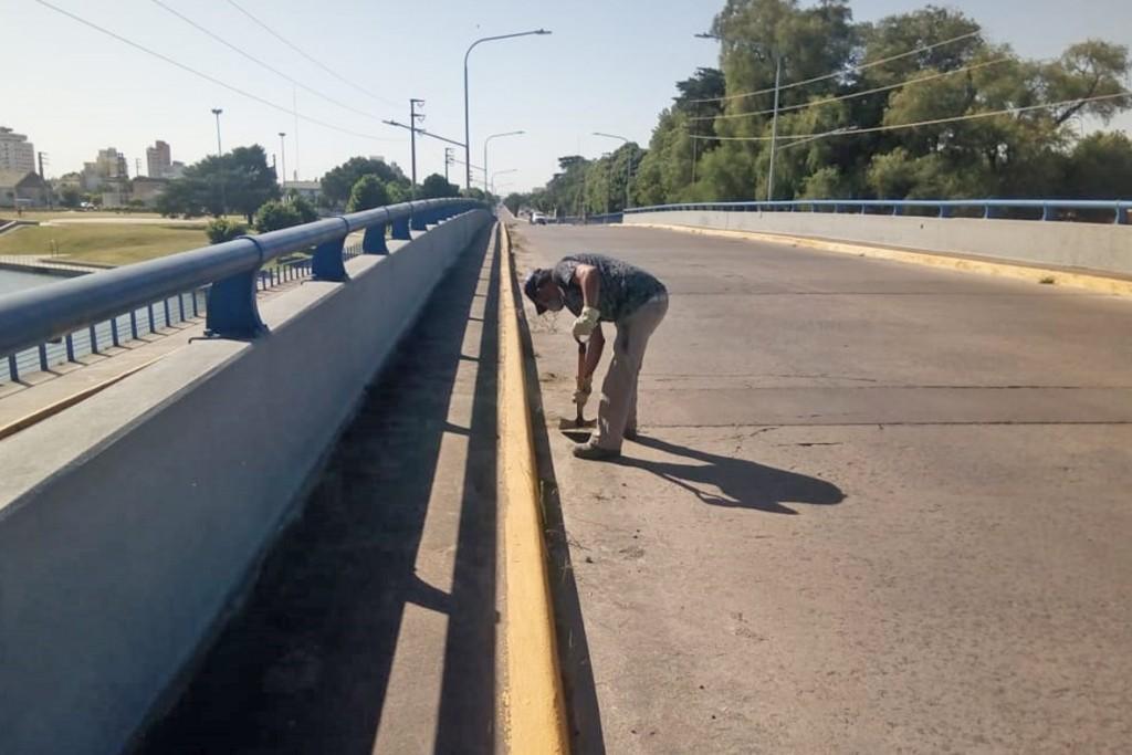 Se realizaron  tareas de limpieza en el puente ´Lucio Florinda´