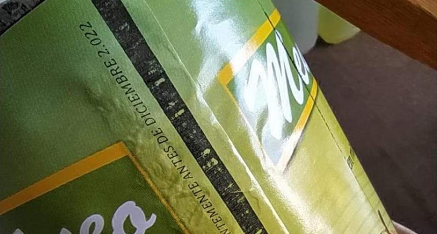 Denuncian entrega de latas de peras adulteradas a comedores escolares