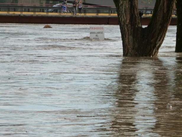 Preocupante crecida del arroyo Tapalqué