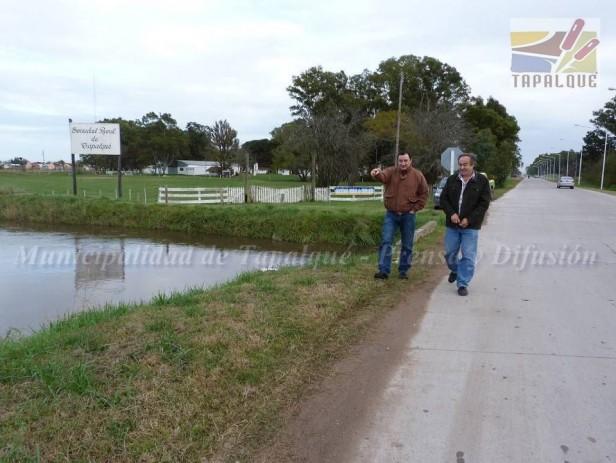 """El agua en Tapalqué: """"por suerte no desbordó la defensa"""""""