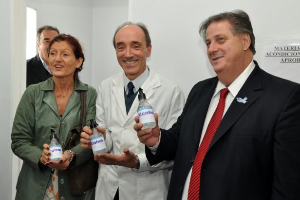 La provincia inauguró una nueva planta de cosméticos y sanitizantes en el laboratorio