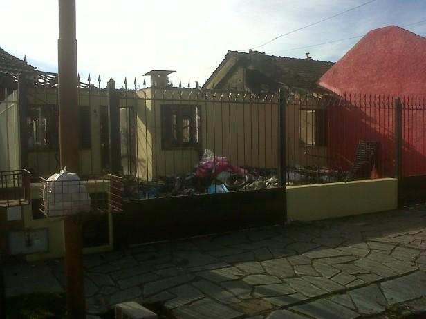 Incendio total de una vivienda en el barrio CECO: el municipio evalúa la ayuda que otorgará