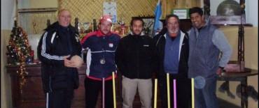 Entrega de material deportivo al Club Ferroviarios de Hinojo