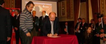 Inza firmó convenio para incorporar a Azul a la Segunda Etapa del Plan Ganadero Provincial