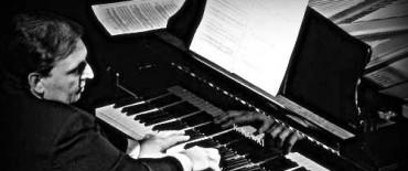 La Sinfónica Municipal presenta una interpretación para solistas de piano