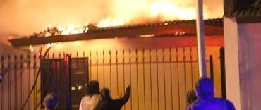 Voraz incendio en el Barrio CECO 1