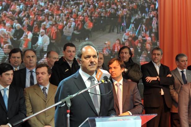 Scioli con 12 intendentes , entre ellos el de Laprida, y 4 mil adultos mayores